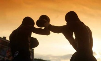 Boxing champion dies in swimming pool