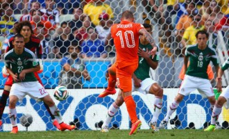 Late goals give Holland victory over Mexico