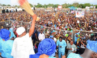 Aregbesola courts Oyinlola as PDP smells blood