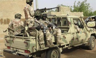 Amnesty: Nigerian soldiers slit detainees' throats