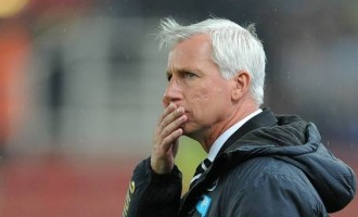 Alan Pardew, the sacked man warming the dugout