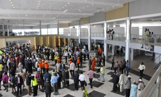 Sirika: Airport security will soon carry arms