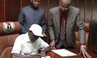 Oshiomhole signs last budget as governor
