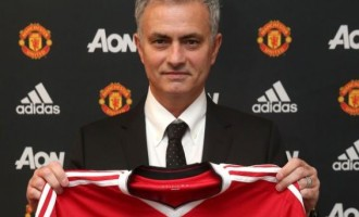Ronaldo, Ferdinand hail Mourinho as he signs 3-year deal with Man United