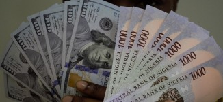 Dollar falls to N490 on CBN action