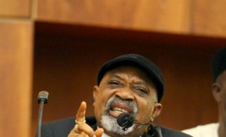 Clapping for Ngige with one hand