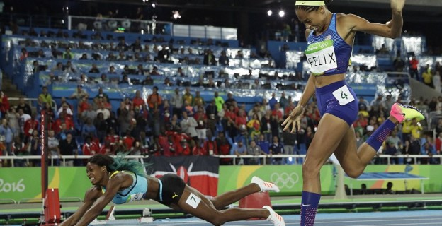 Sprinter Shaunae Miller dives to win gold in 400m race