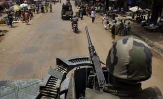 Soldiers loot arms, burn military base in Côte d'Ivoire