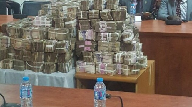 Naira gains to 460 per US Dollar on parallel market