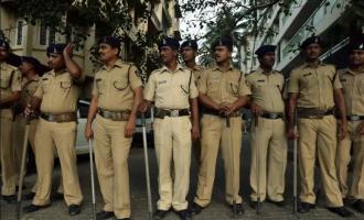 Nigerian 'drug peddler' wrestles 11 Indian policemen