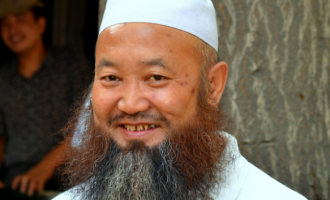 China bans long beards, veils in public places
