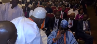 TRENDING VIDEO: Oba of Lagos humiliates ooni of Ife in public