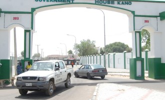 Policeman threatens to shoot journalists at Kano government house