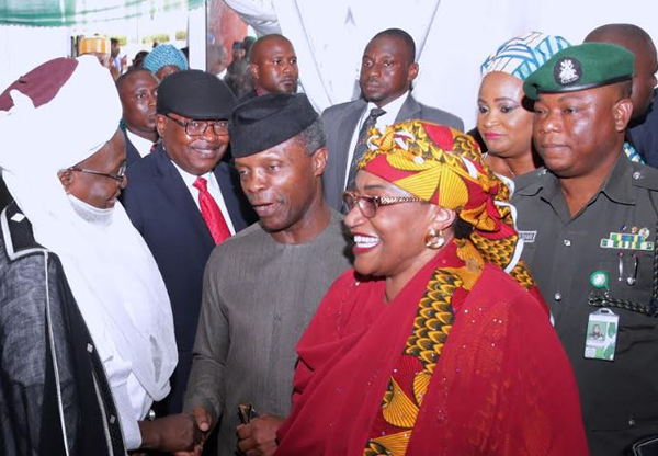 Osinbajo Acting President interacts with traders at Garki Market