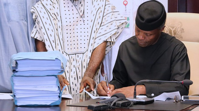 JUST IN: Nigeria's Acting President Osinbajo Finally Signs 2017 Budget