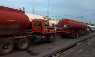 FG issues 7-day ultimatum to truck drivers blocking roads in Apapa