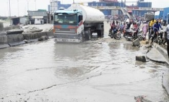 Fashola: Decay of infrastructure in Apapa can shut down Nigeria's economy