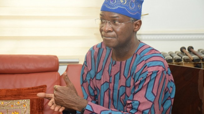 Fashola: Metering customers NOT a monopoly of DisCos