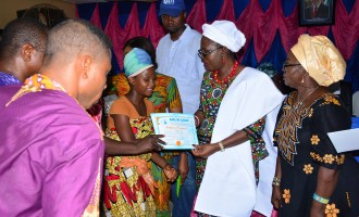 Akeredolu's wife trains 150 women on financial independence