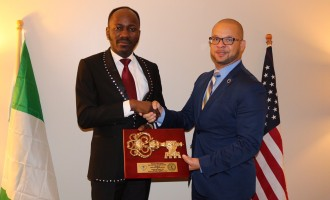 EXTRA: US state 'grants' honourary citizenship to  Apostle Suleman