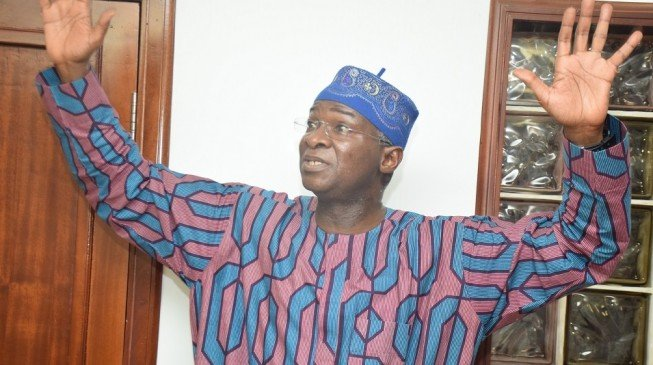 We're Not fighting; We Can Disagree To Agree - Fashola apologises to NASS