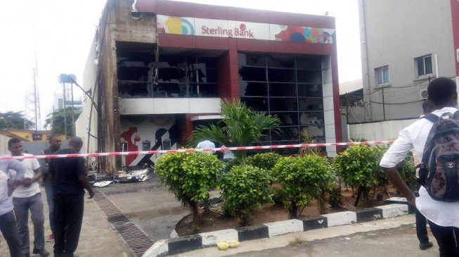 Angry mob sets bank ablaze at Apapa