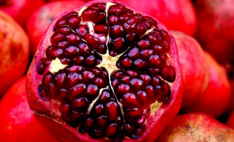 Eat Me: Reduces risk of cancer… Five health benefits of pomegranate