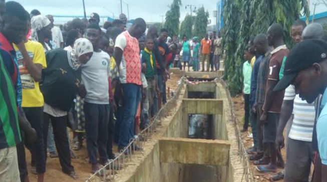Residents divided over Lagos 'kidnappers' den' as hoodlums embark on looting spree