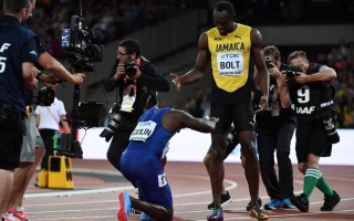 Gatlin bows before Usain after defeating him