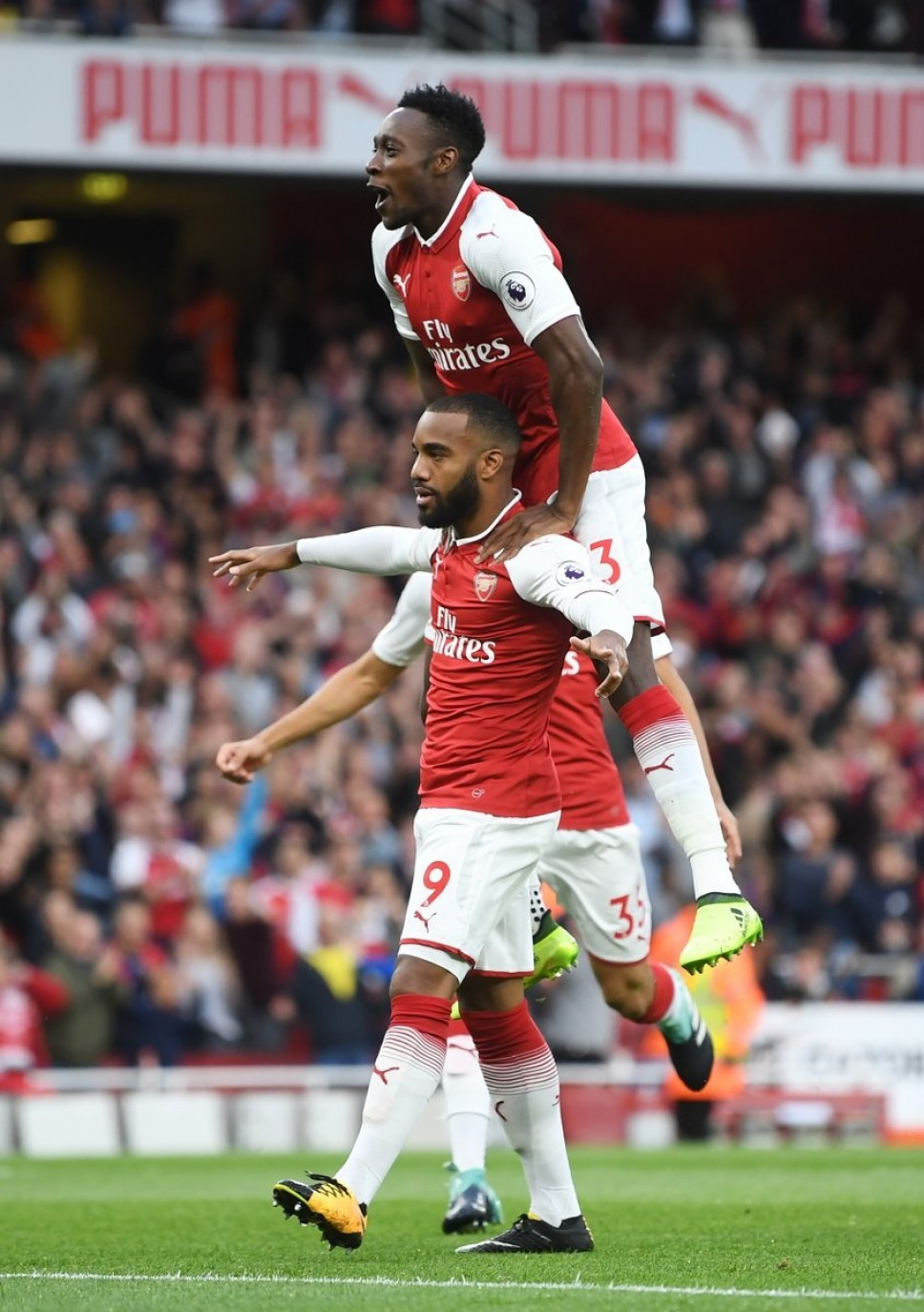Arsenal defeats Leicester as 2017/2018 begins