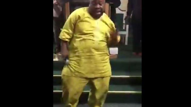 TRENDING VIDEO: Senator Adeleke outshines choir in US church