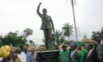 FLASHBACK: How Uduaghan, ex-Delta gov, unveiled a statue of Mandela