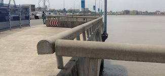 Man dives into lagoon in Lagos