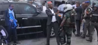 VIDEO: Wike's convoy face-off with Amaechi's security aides in Rivers