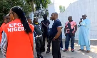 EFCC pulls out of Abuja street but armed DSS personnel on standby