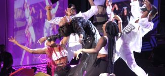 TRENDING VIDEO: How Seyi Shay slipped and fell on AFRIMA stage