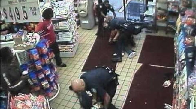 Detroit police officers brawl during undercover drug bust gone wrong