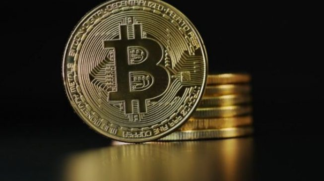 Bitcoin slumps to $10000, half its peak price, as regulatory fears grow