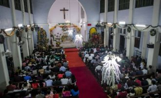 SHOW OF LOVE: Muslims offer to guard Indonesian churches during Christmas