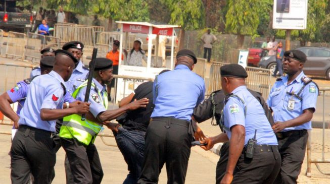 Gunshots as police block Shi'ites from n'assembly