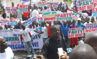 Protesters storm APC secretariat, ask Oyegun to step down