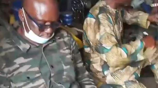 VIDEO: Fayose relaxes as cobbler works on his shoe