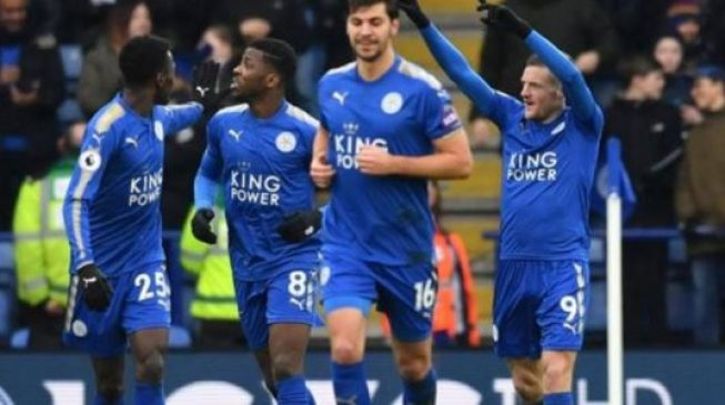 Leicester tell Riyad Mahrez to 'clear his head' after third day's absence