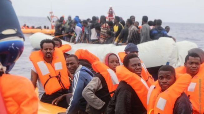 Hundreds of migrants picked up off Libya on their way to Italy