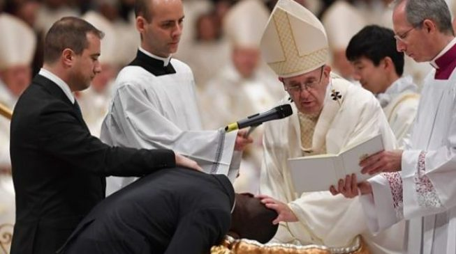 Image result for Pope baptises Nigerian who foiled robbery at Italian shop