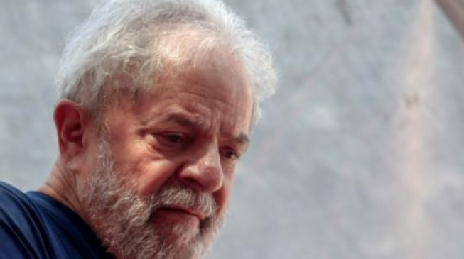 Lula goes to prison after giving himself up