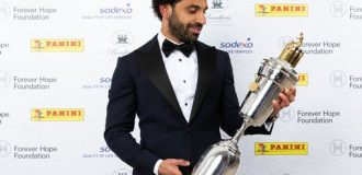 Liverpool's Mo Salah wins PFA player of the year award