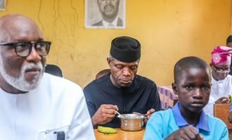 PHOTOS: Osinbajo, Akeredolu dine with pupils in Ondo primary school