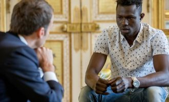 Malian 'spiderman' offered French citizenship after rescuing child