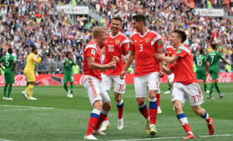 Five-star Russia beat S'Arabia in World Cup opener